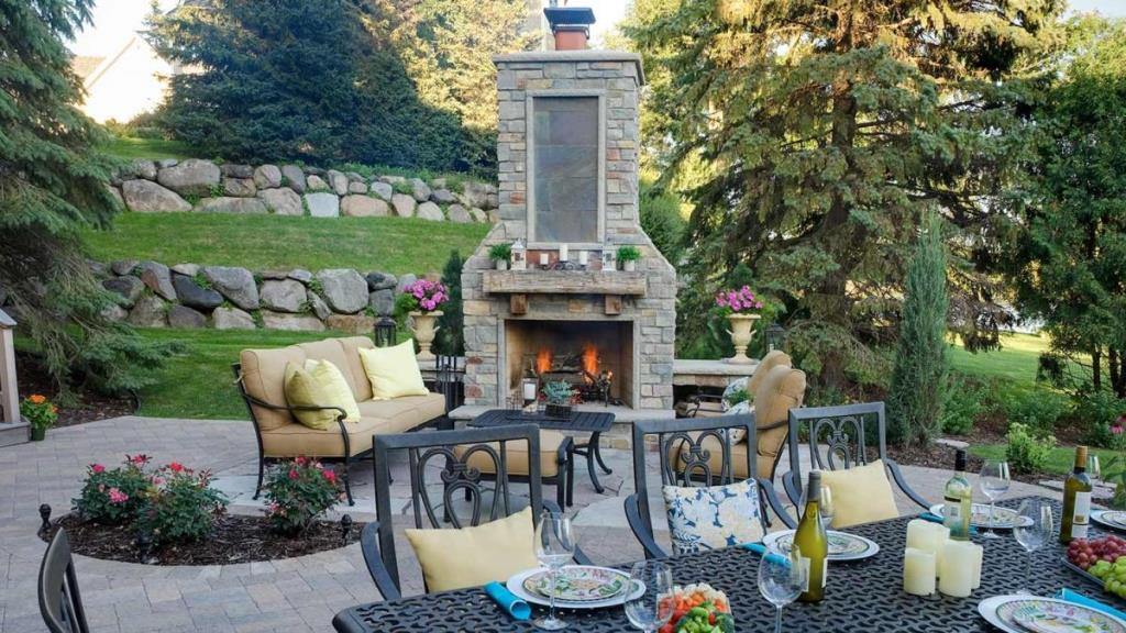 Essential Tips For Setting Up A Great Outdoor Entertainment Space